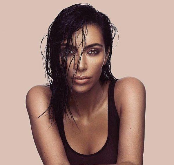 Ким Кардашян спит при полном макияже |